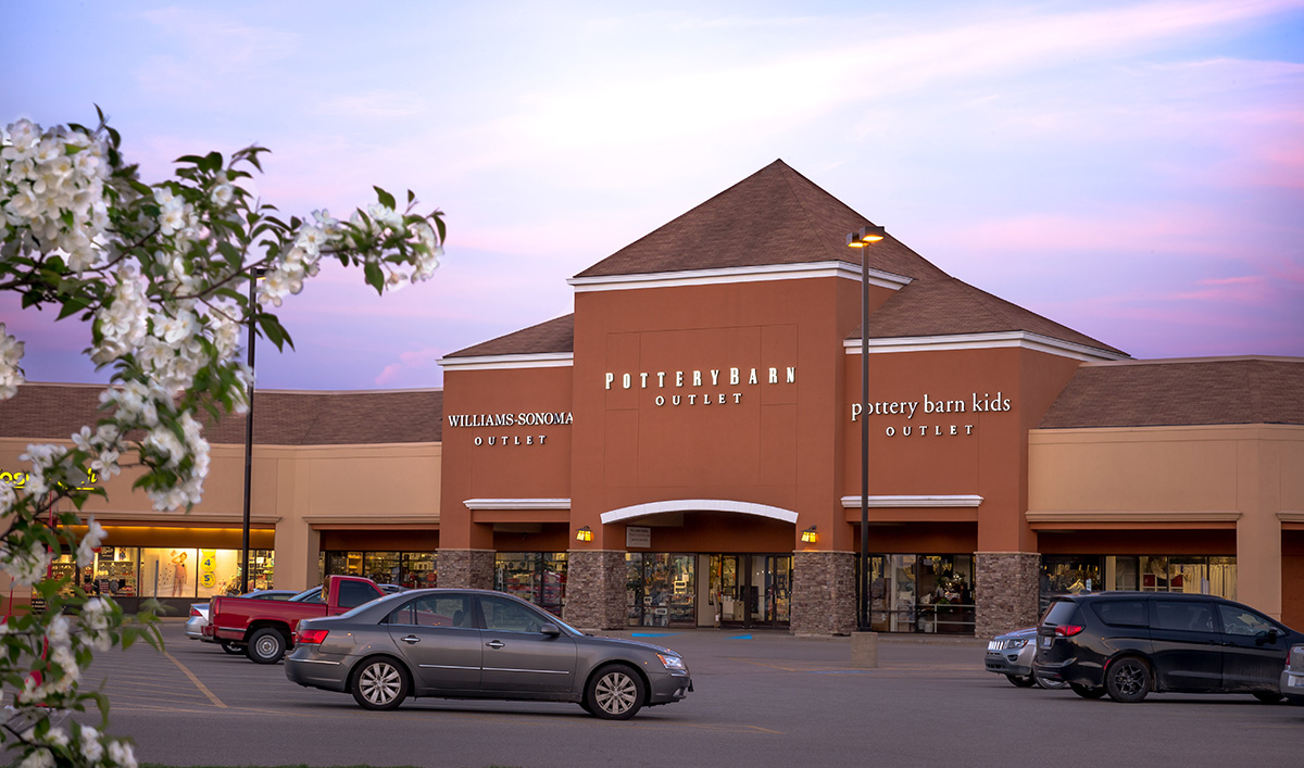 Saginaw outlet mall locations The Saginaw region is home to several outlet malls full of factory stores offering shoppers steep discounts on quality clothing, accessories and gifts. In the following section you will find all nearby outlet malls.