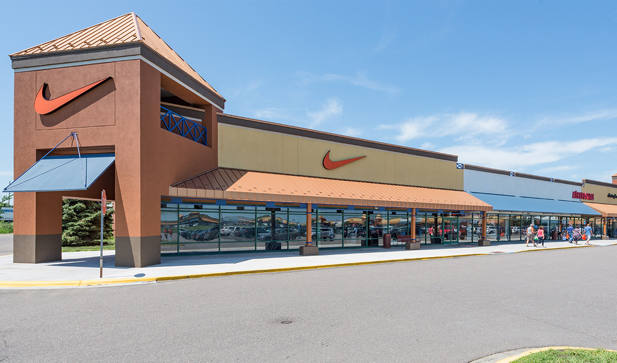 Finish Line Albertville Outlet has the latest running shoes, basketball sneakers, casual shoes and athletic gear from brands like Nike, Jordan, adidas, Under Armour, Puma and Champion. Adidas outlet store is located in Albertville city, Minnesota-MN area.