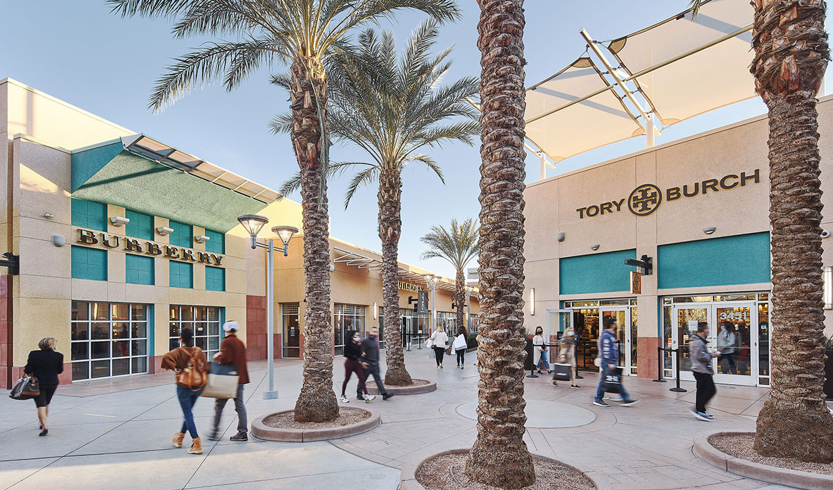 Las Vegas North Premium Outlets is located at the north end of the Strip at the gateway of Downtown and Fremont Street. The center is conveniently located minutes from the Strip off I at Exit 41B - Charleston Boulevard near downtown Fremont Street and is serviced by taxis and the public bus.4/4().